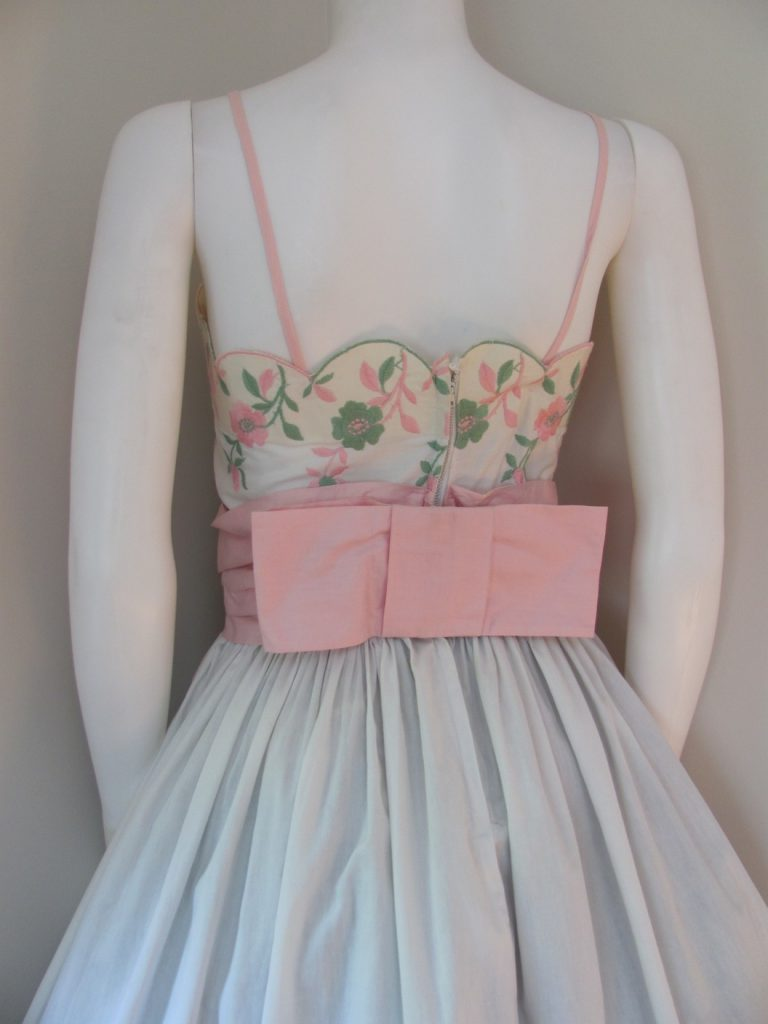 b9d94f2d48 1950 s DEMURE PINK ROSES   BUDS Embroidered SUNDRESS - Wildrose